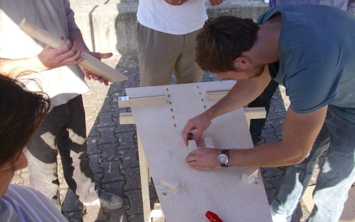 You build your own soapbox in a team and try to master the following race with great skills.