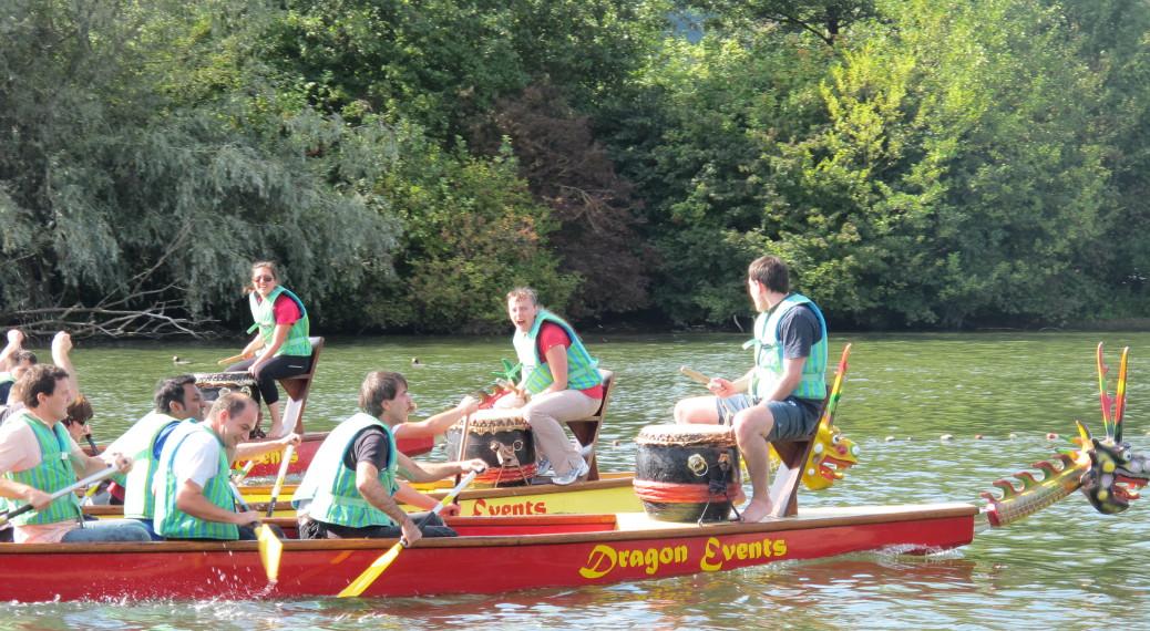 Team-Event Drachenboot Rennen