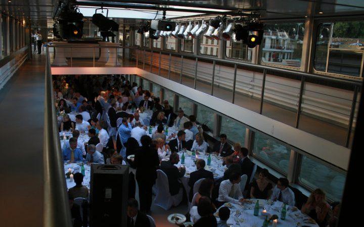 Ihre Abendveranstaltung auf einem Eventschiff mit vielen spannenden Highlights