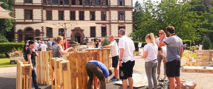 Teambuilding Outdoor | Palettenmöbel selber bauen