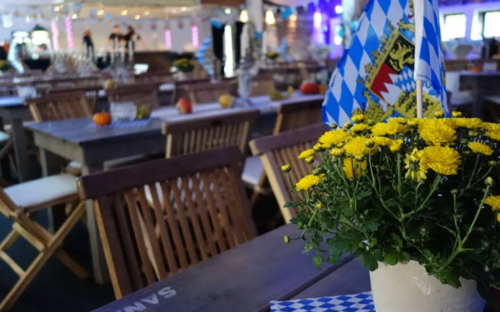 Brezeln, Bier und bayrische Musik – alles steht bereit für das Oktoberfest. Lassen Sie sich von der Atmosphäre anstecken und holen Sie die Wiesn zu sich!