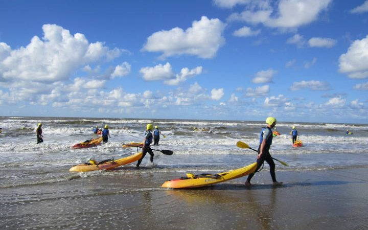 Ein Tag an der niederländischen Küste mit Sommer, Sonne, Strand und Meer